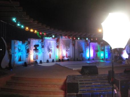 Box Theme Wedding Stage